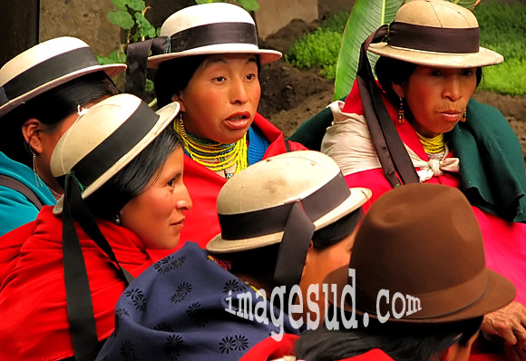 Chapeaux du costume traditionnel, Andes d'Equateur, région centre
