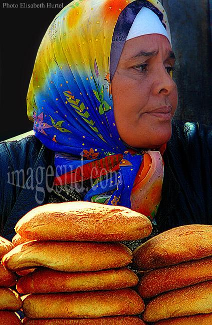 Femmes au travail : la marchande de pain, Maghreb