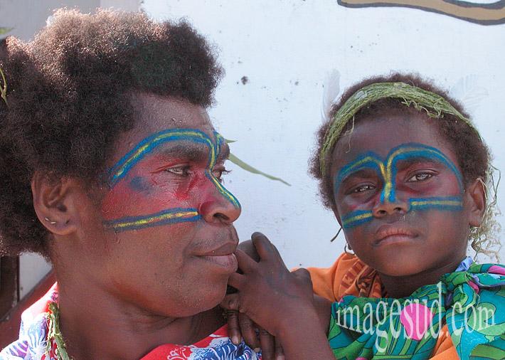 Mère et enfant, peintures faciales, peuples indigènes de Mélanésie, Océanie, Iles du Pacifique Sud
