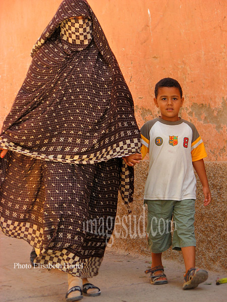Mère et fils, burqa, Afrique du Nord