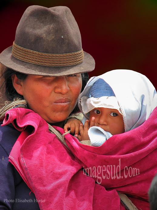 Maman et son bébé, Andes, Equateur 9929