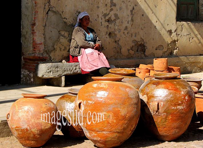 Femme et artisanat : poteries, Amérique du Sud