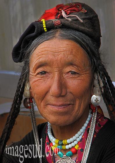 Portrait de femme du Ladakh, peuples de l'Himalaya