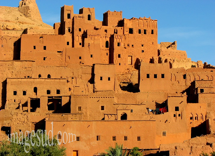 Ksar du Grand Sud Maroc, village fortifié en terre (pisé)