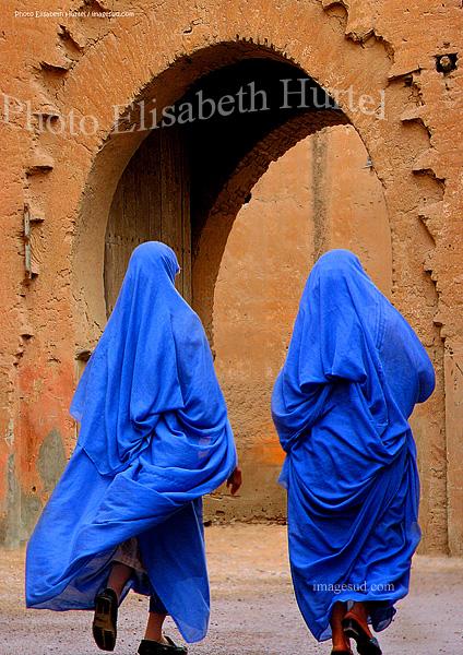 Femmes en bleu, Taroudannt, plaine du Souss, Sud Maroc