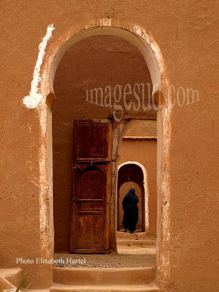 Dans un palais de terre, architecture en pisé, ksar et kasbah du grand sud Maroc