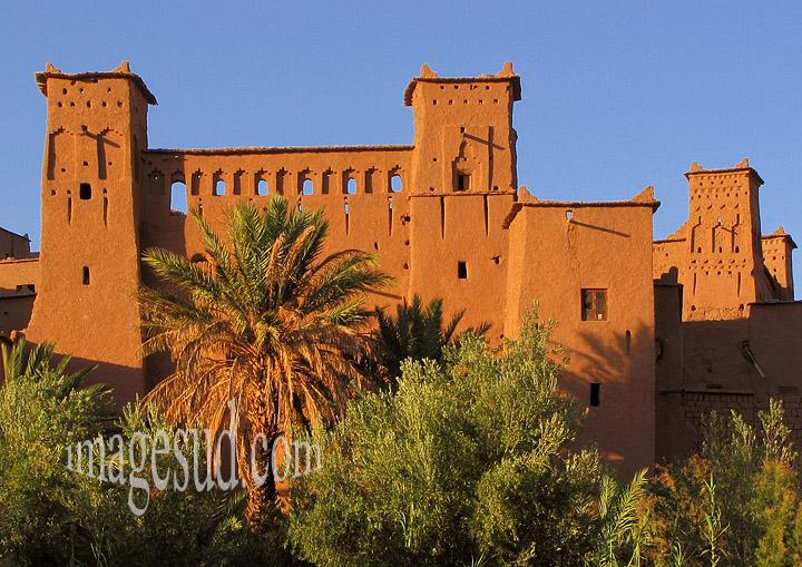 Ksar du sud Maroc, chateau en terre, architecture en adobe
