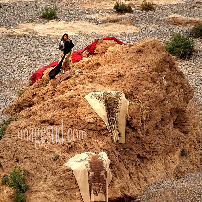 le rocher sèche-lessive, oasis du Maroc du Sud