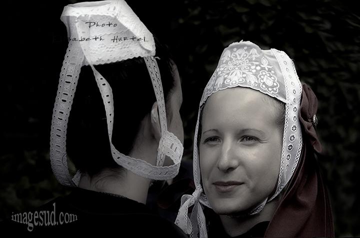 coiffe bretonne en noir et blanc