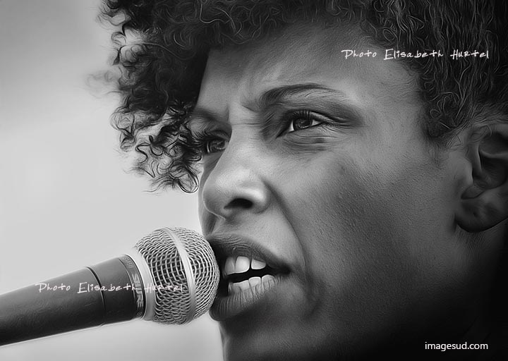 Chanteuse soul, portrait noir et blanc