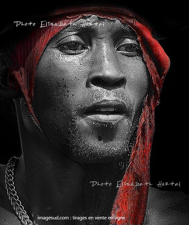portrait-n7328-noir-blanc-rouge