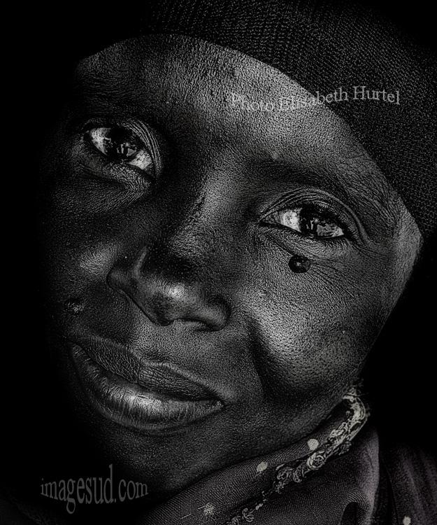 Photo d'art en noir et blanc : Sourire d'Afrique