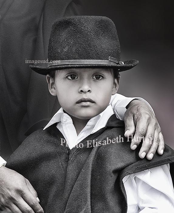 Avec papa, portrait d'un enfant des Andes