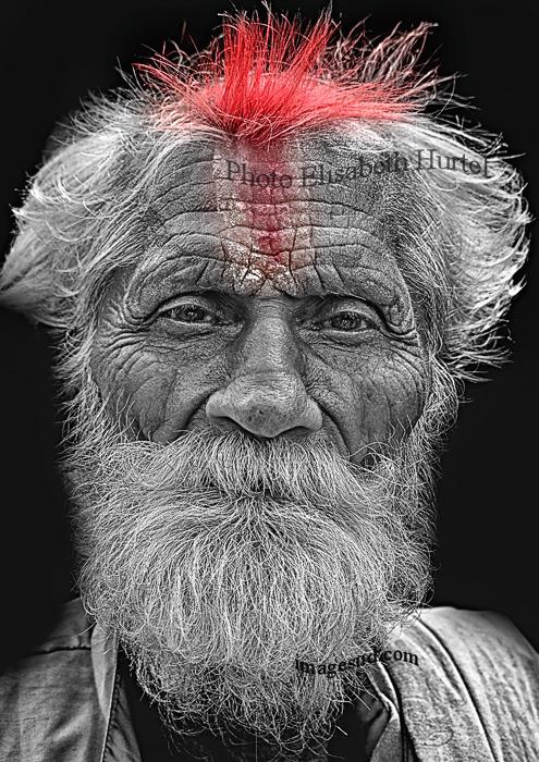 Portrait en noir blanc et rouge