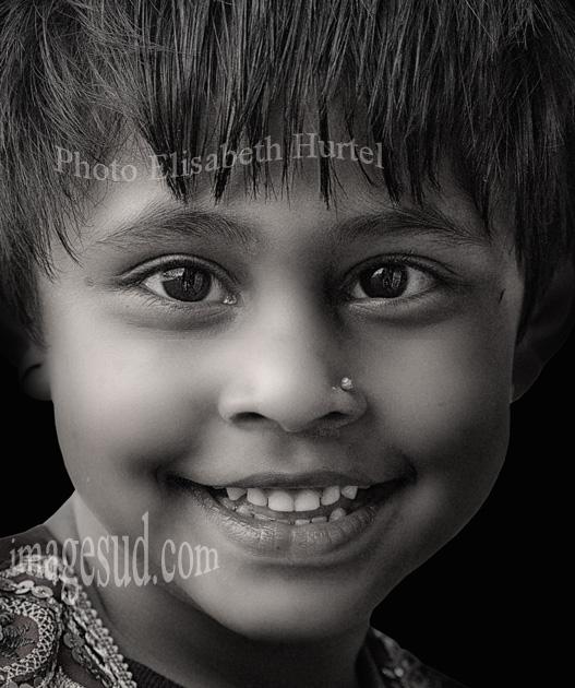 Photographie d'art en noir et blanc : Fillette du Népal