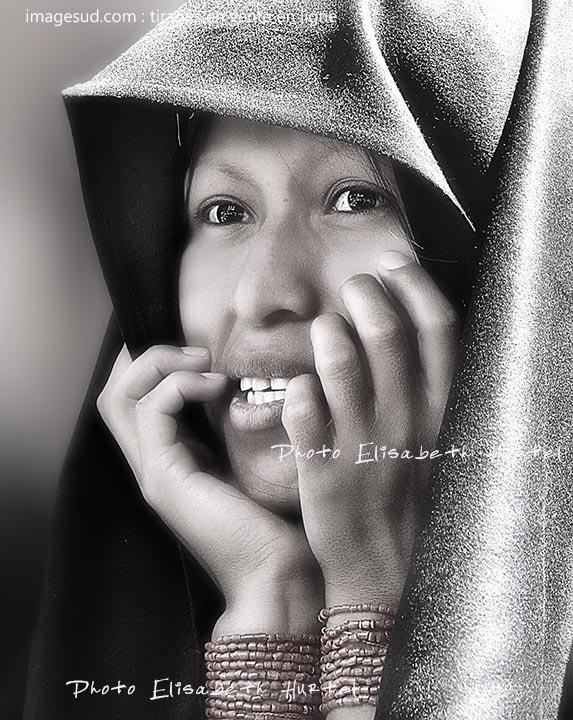 Portrait en noir et blanc d'une femme des Andes