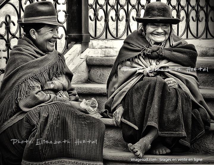 Peuples indigènes en noir et blanc
