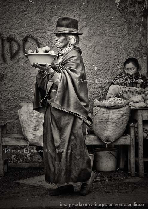 Scène de rue en noir et blanc, photo insolte originale