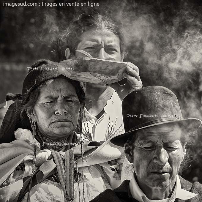 photo noir et blanc d(un rituel chez les Indiens des Andes, photo originale ethnique en noir et blanc