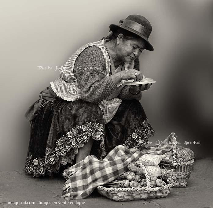 Photo noir et blanc de scène de rue, photo originale en vente en ligne