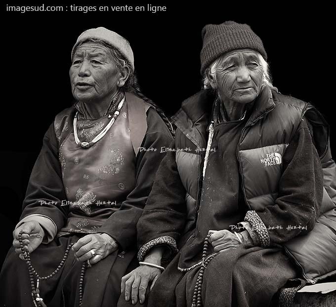 Portrait de femmes en Himalaya, photo originale en noir et blanc