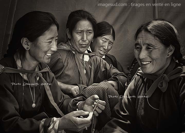 Groupe de femmes de l'Himalaya, photo originale en noir et blanc, en vente en ligne