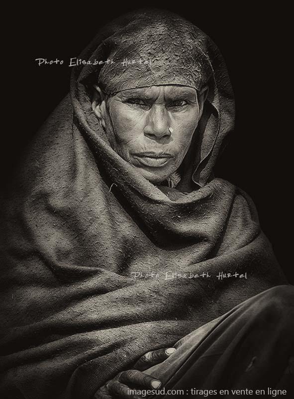 Femme, Afrique, portrait noir et blanc, photo originale en noir et blanc