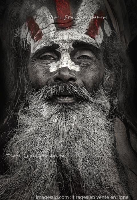 Sadhu, sage des Indes, dramatique portrait en noir et blanc