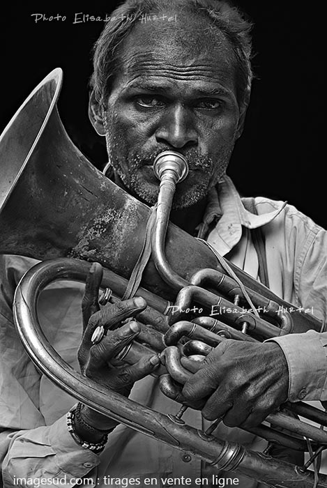 Portrait de musicien en noir et blanc; Inde