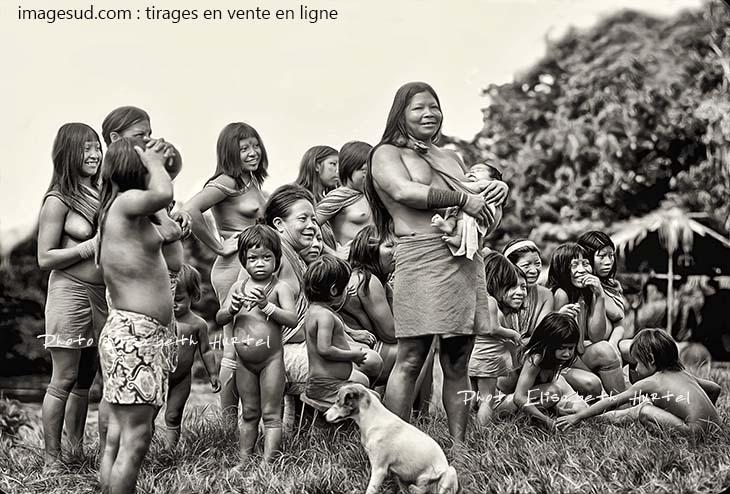 Peuples autochtones : ancienne photographie : groupe de femmes d'une tribu d'Amazonie; vintage