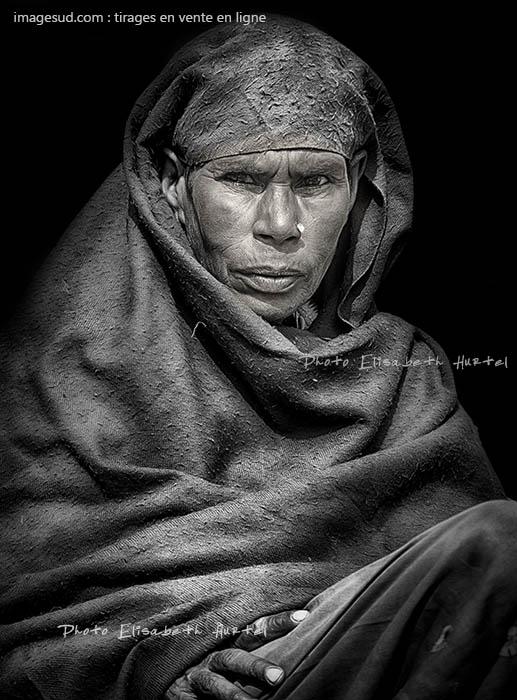Photo noir et blanc, femme d'Afrique