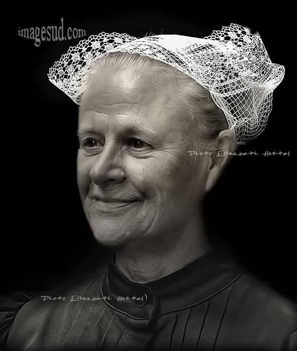 Portrait de Bretonne en coiffe, noir et blanc