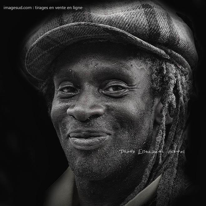 Portrait d'un chanteur de reggae, noir et blanc
