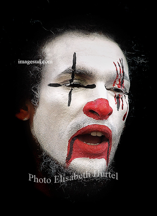 Clown triste, photo d'art en noir et blanc et rouge