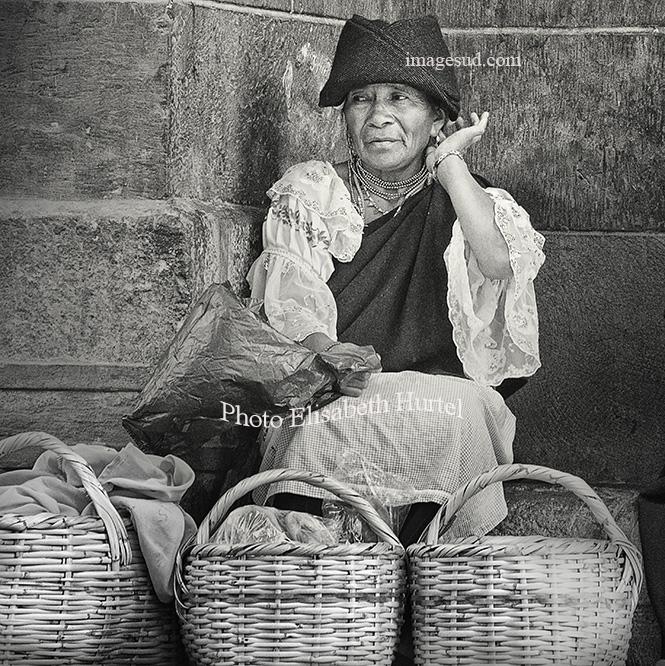 Coquetterie andine, scène de rue dans les Andes.