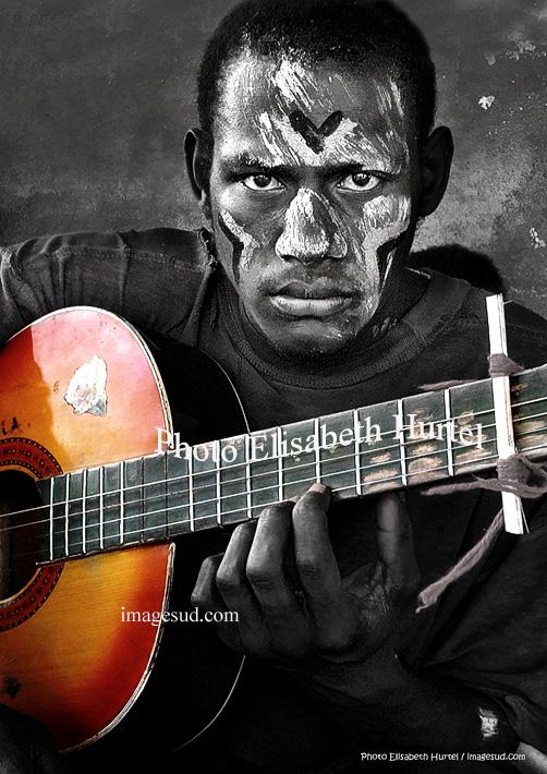 Le guitariste, musique en noir et blanc