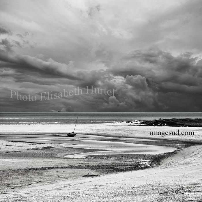 Photo de mer en noir et blanc