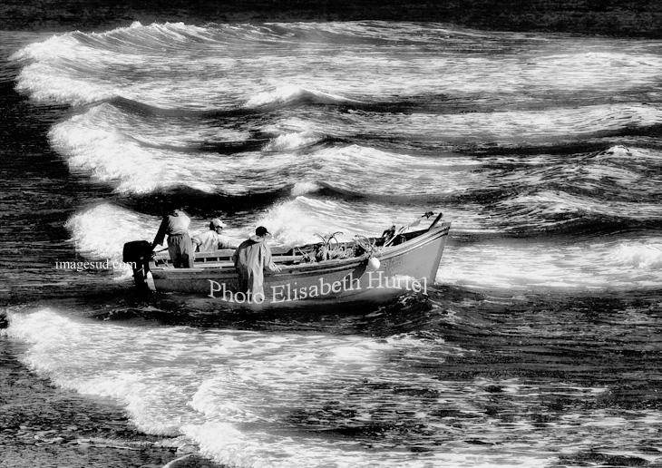 Départ pour la pêche, photo de mer noir et blanc