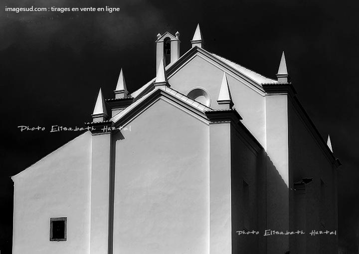 photographie minimaliste : église au Portugal
