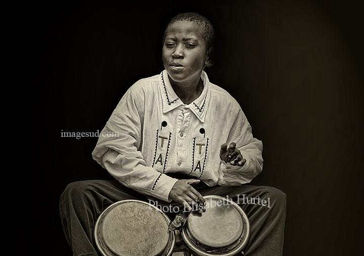Portrait d'un jeune percussionniste, noir et blanc