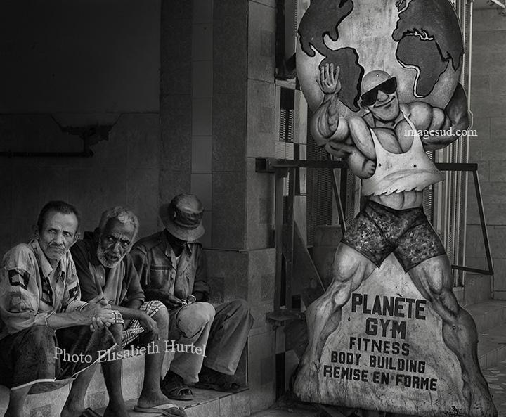 Planète Gym, scène de rue en noir et blanc