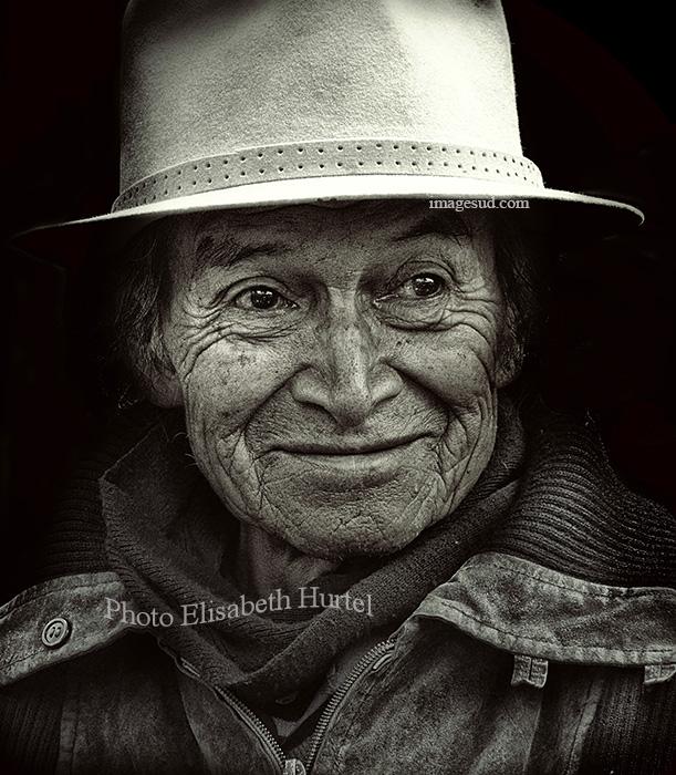Portrait d'un Indien des Andes en noir et blanc