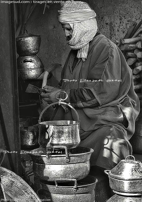 Scène de rue : artisan au maroc
