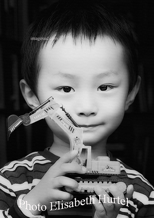 L'enfant au jouet, portrait noir et blanc, Tibet