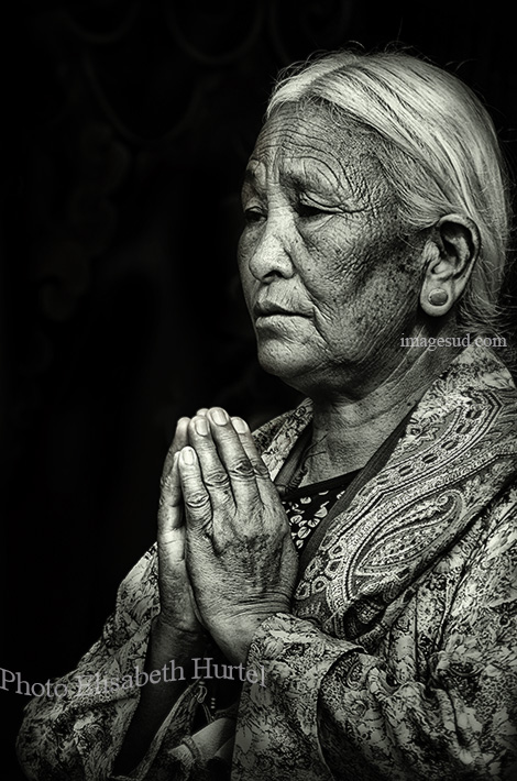 Puja, Tibet, photo noir et blanc
