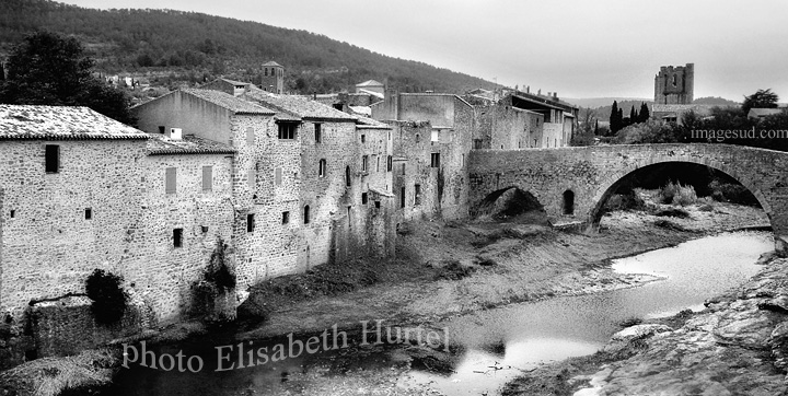 Photo vintage en noir et blanc : village de France