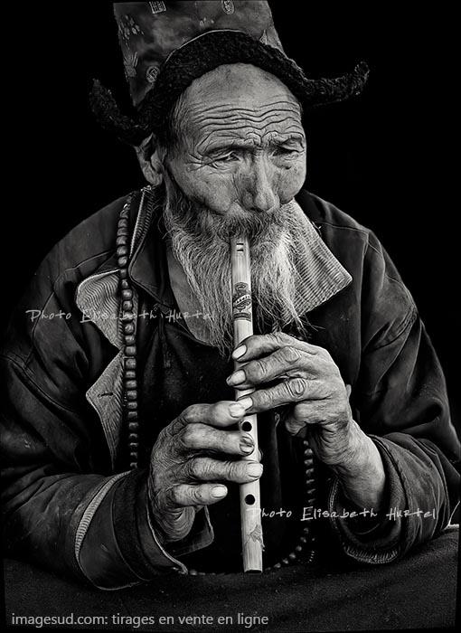 Portrait d'un musicien de rue, Ladakh. Photographie d'art en noir et blanc. Tirages en vente en ligne