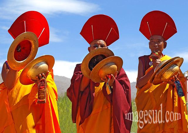 Moines musiciens, cérémonie bouddhiste au Ladakh