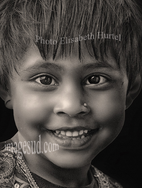 Nepalese young girl, portrait / Petite fille du Nepal, portrait