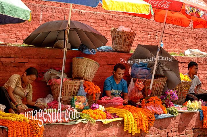 Nepal : scene de rue à Durbar square, Katmandou. Street scene in Durbar square, Kathmandu.